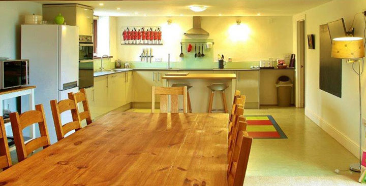 Spacious kitchen with self catering facilities